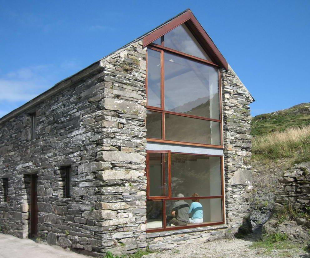 фото домиков из камня для отдыхающих
