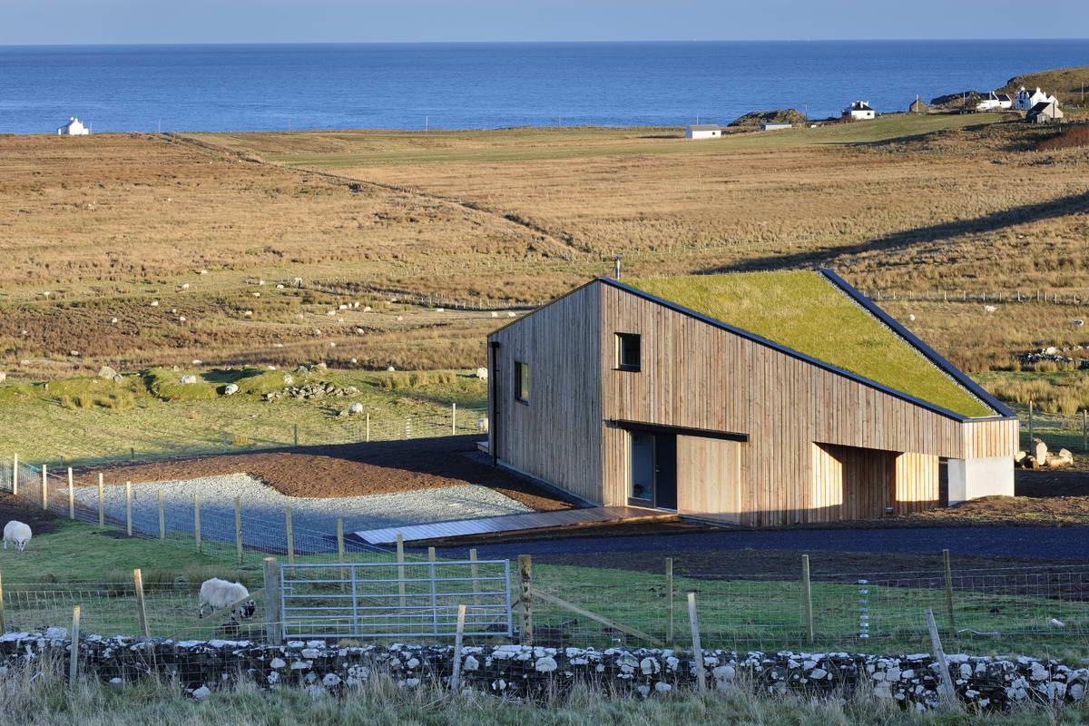 Деревянный дом с зелёной крышей в Шотландии Блог