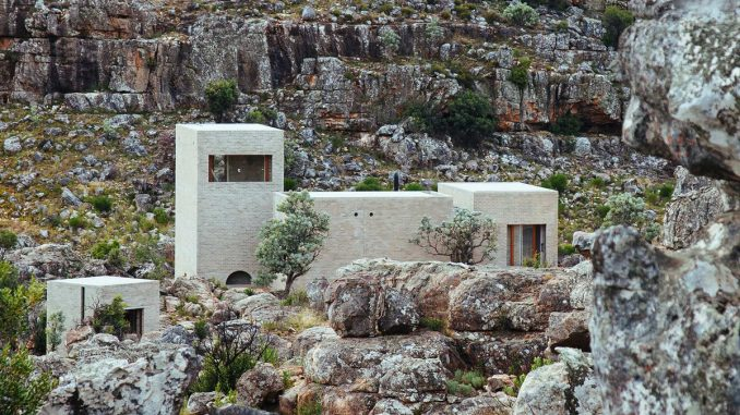 Дом в горах (House in the Mountains) в Южной Африке от Wolff Architects.