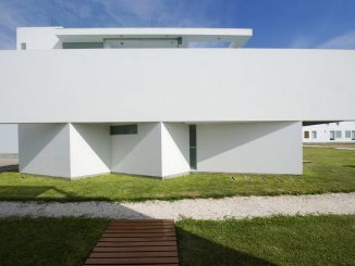 Пляжный дом (Casa Playa El Golf D17) в Перу от rrmr arquitectos.