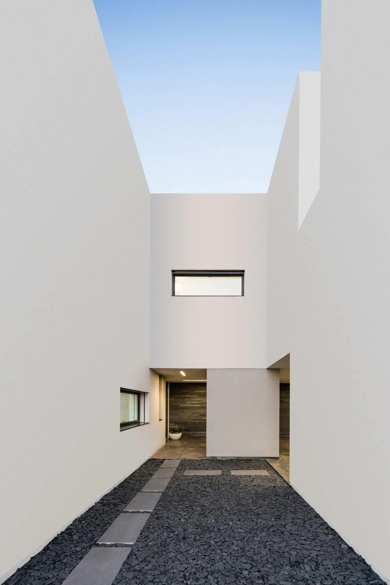 Дом в Португалии в 2019 г: Минималистский дом в Португалии 11