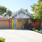 Реконструкция дома (Mountain View Double Gable Eichler Remodel) в США от Klopf Architecture.