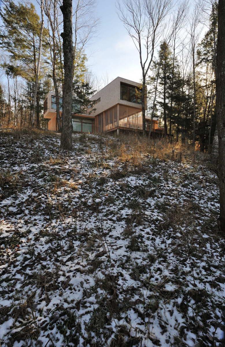 maison dans la foret pres du lac 4. Black Bedroom Furniture Sets. Home Design Ideas