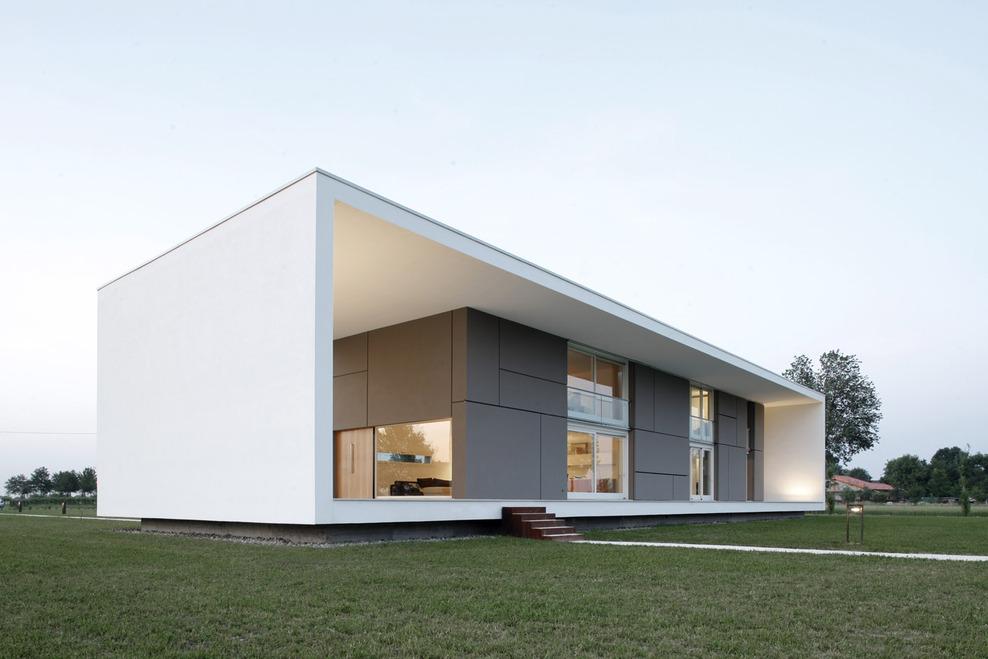 Этот минималистский дом размером