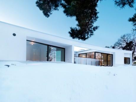 Дом у озера в Швеции