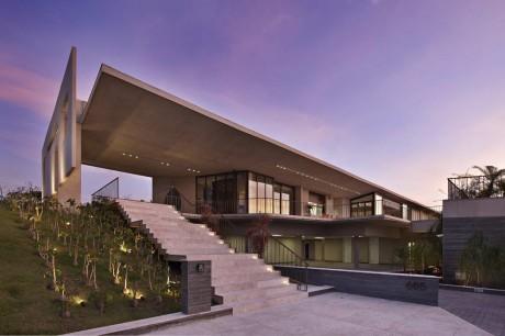 Дом с арт-галереей в Бразилии