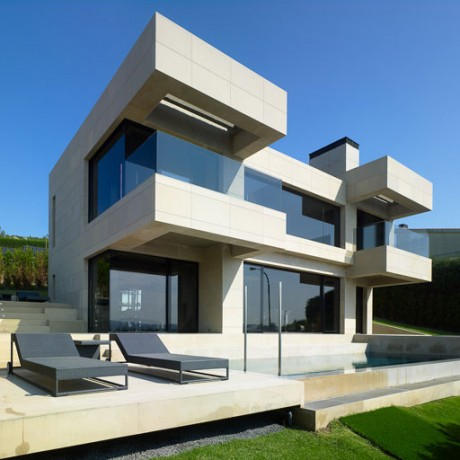 Симметричный дом в Испании