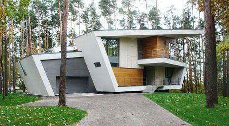 Ломаный дом в Подмосковье