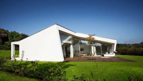 Дом на лужайке в Австрии
