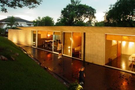Заглублённый дом в Парагвае
