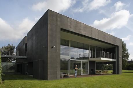 Безопасный дом (Safe House) в Польше от KWK Promes.