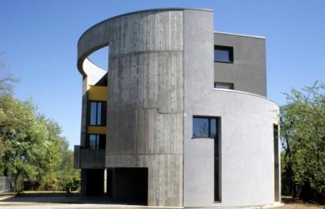 Квадратный дом в цилиндре