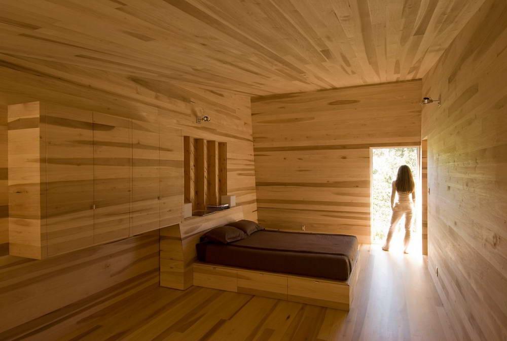Стена в деревянном доме