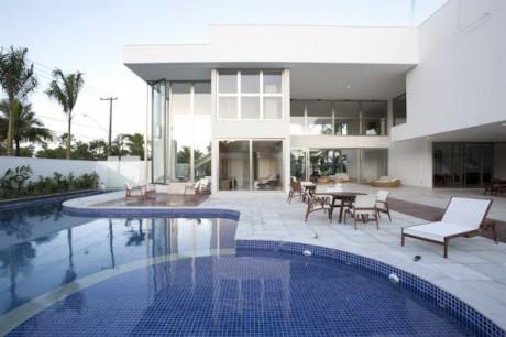 Дом у моря в Бразилии