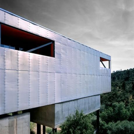 Металлический дом в Испании