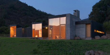 Дом в предгорье в Чили