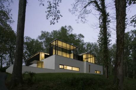 Чёрно-белый дом в США