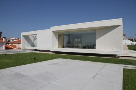 Минималистский дом в Португалии 3