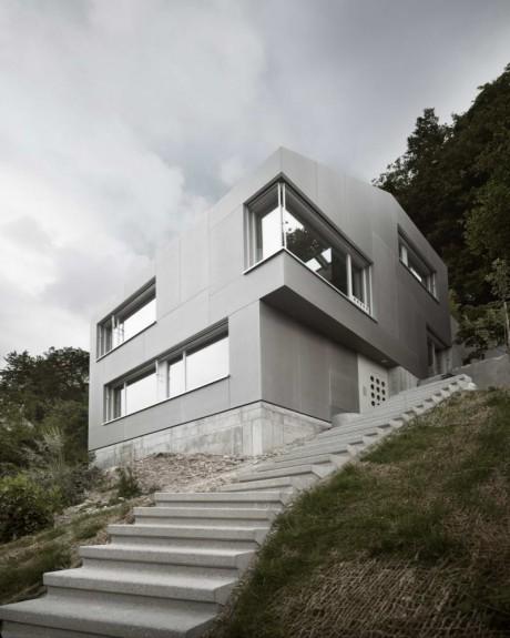 Дом на склоне в Швейцарии