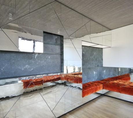 Зеркальный апартамент в Берлине