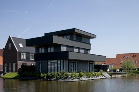 Вилла у воды в Голландии