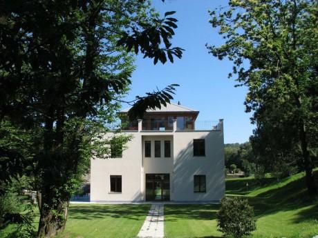 Дом с одним фасадом в Италии