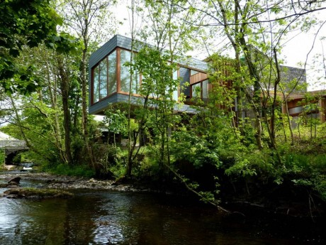 Дом у реки в Уэльсе