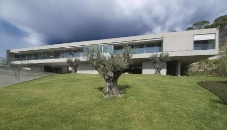Длинный дом в Испании