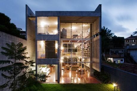 Дом с библиотекой в Бразилии
