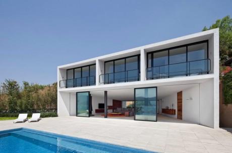 Дом у озера в Мексике