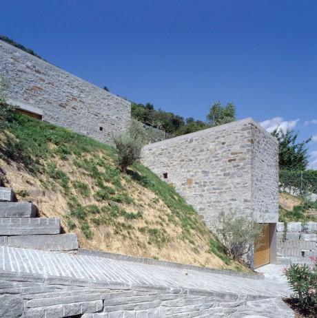 Каменный дом в Швейцарии