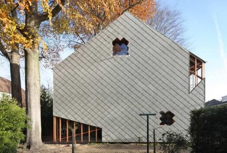 Дом с деревьями в Бельгии