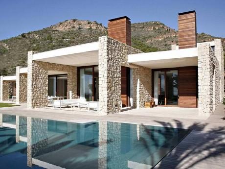 Каменный дом в Испании