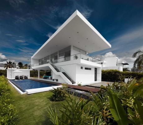 Дом с козырьком в Колумбии