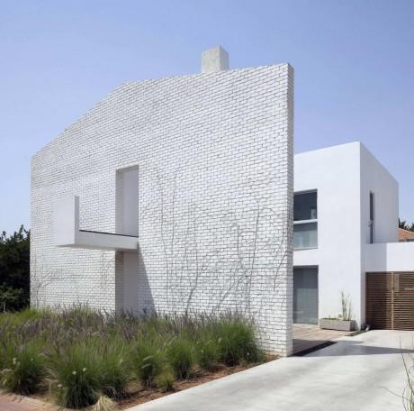 Дом с кирпичным фасадом в Израиле