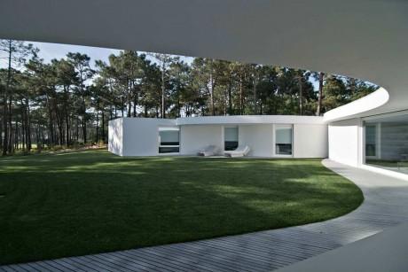 Дом вокруг двора в Португалии