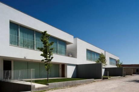 Три дома в Португалии