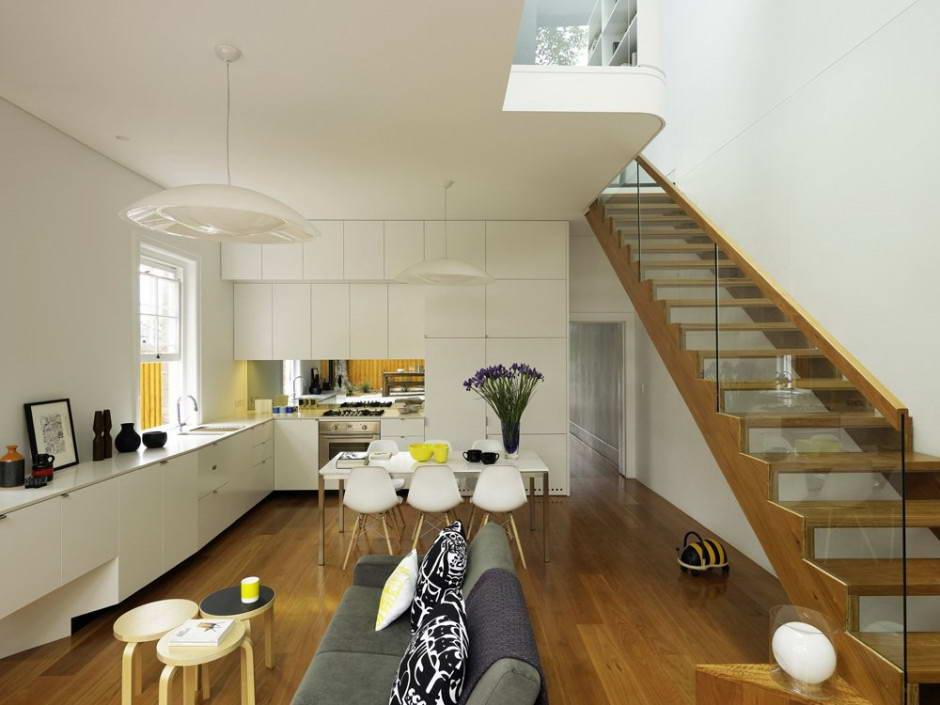 Современная кухня в доме в дизайне