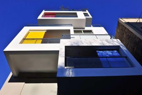 Многоэтажный дом в Греции