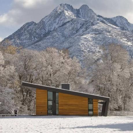 Дом у горы в США