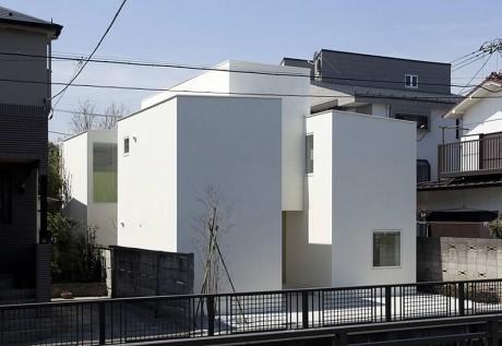 Дом с четырьмя лестницами в Японии