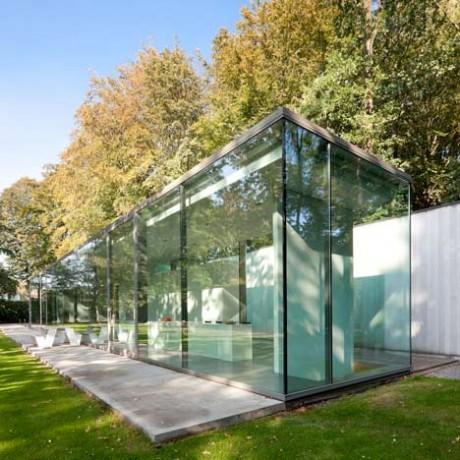 Стеклянный дом в Бельгии