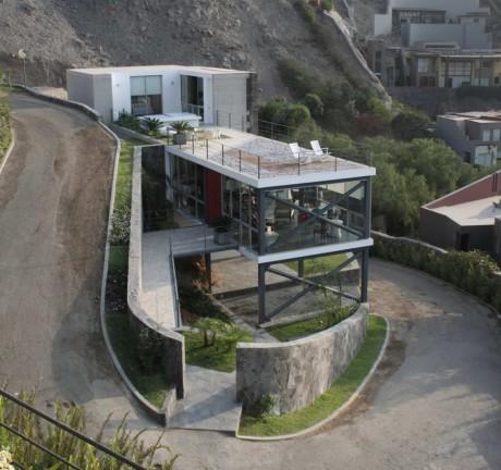 Дом у обрыва в Перу