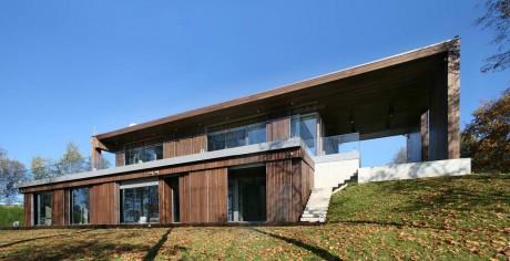 Дом у озера в Латвии
