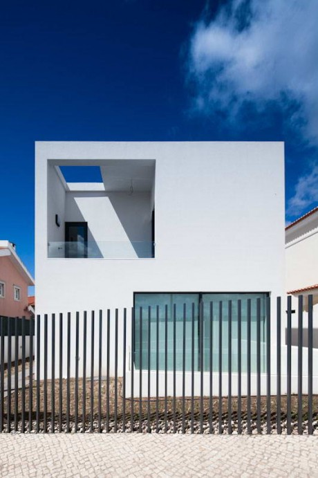 Минималистский дом в Португалии 5