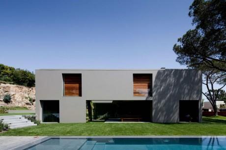 Серый дом в Португалии