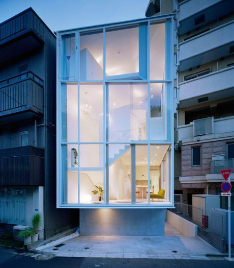Стеклянный дом в Токио