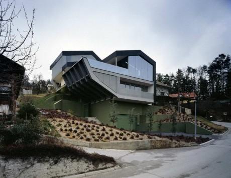 Дом на рельефе в Словении