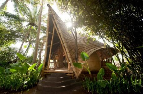 Бамбуковые дома в Индонезии