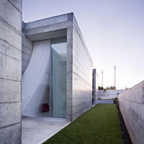 Бетонный дом в Португалии 3